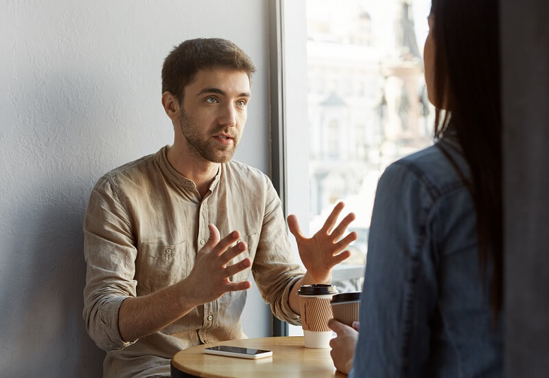 6 things you shouldn't talk about to your friends