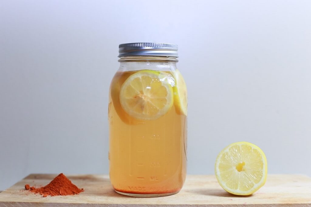 An invigorating morning drink: lemon water with cayenne pepper