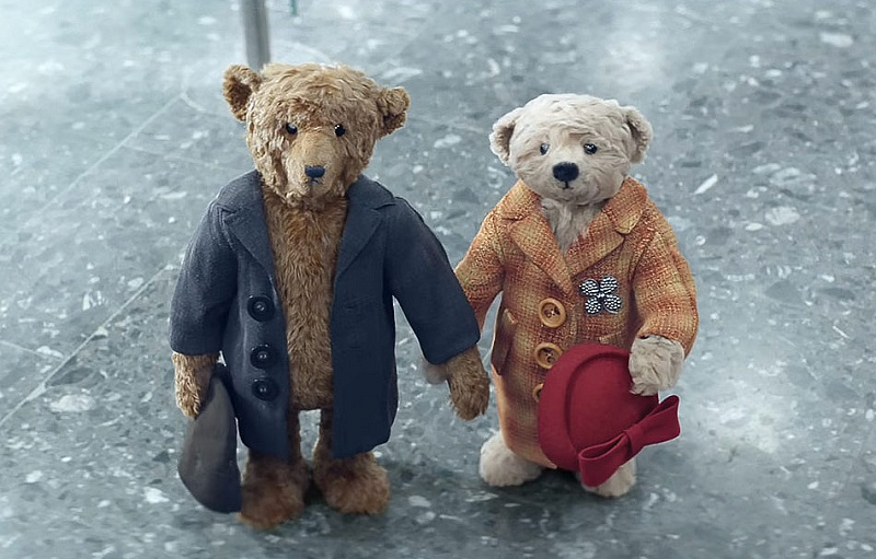 This creative Christmas video featuring two adorable teddy bears won everybody's heart