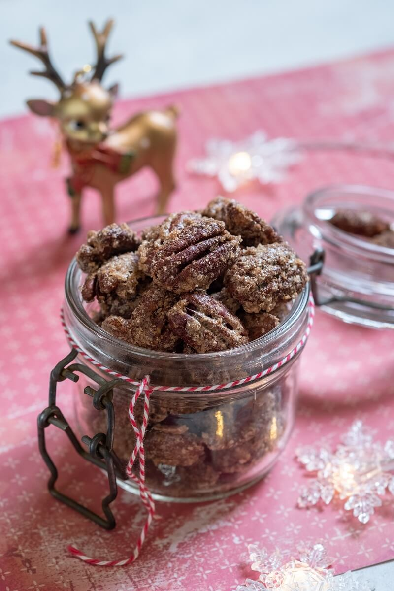 Fragrant, sweet Christmas: how to make cinnamon-caramel pecans