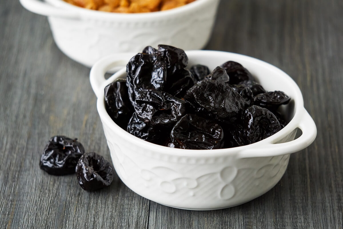 The health benefits of prunes: goodbye constipation and colon cancer