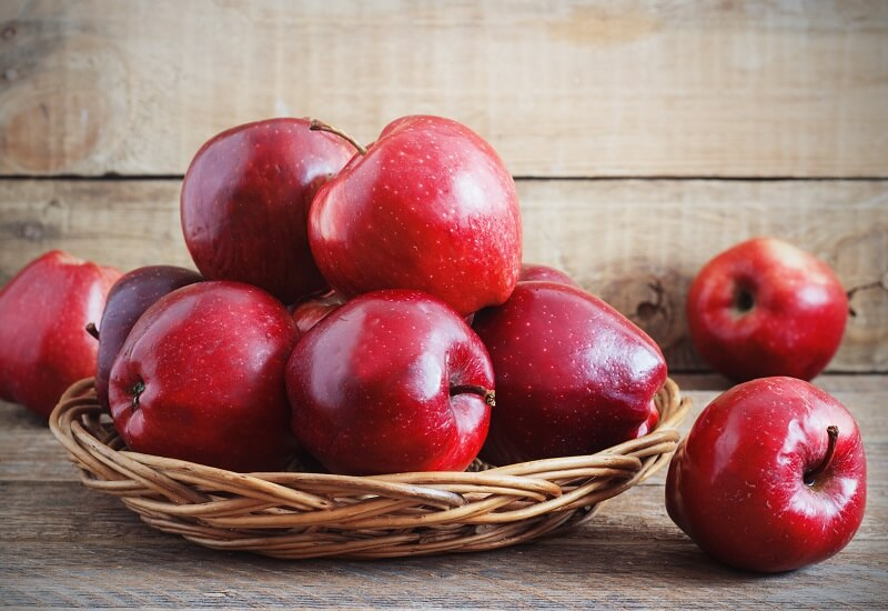 5 reasons to eat an apple a day. The health benefits of apples