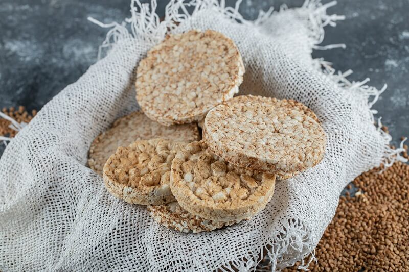 Are puffed rice cakes fattening? Benefits, calories, and less desirable effects
